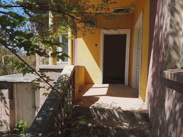 Едноетажна къща в село на 20км от гр. Каварна