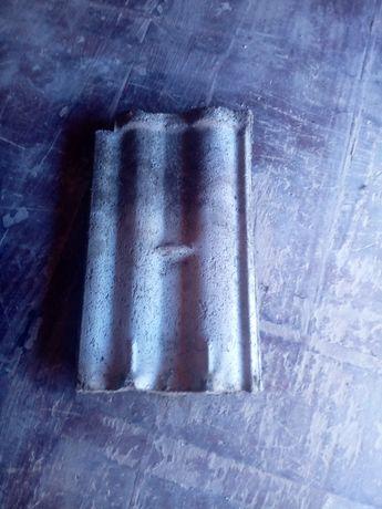 Vând țiglă de ciment in stare foarte bună circa 900buc