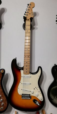 Vand chitara electrica Fender Strat Mexic, cu doze Fender American