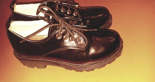 Продам женские ботиночки