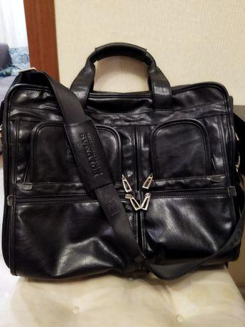 Мужская сумка из натуральной кожи.