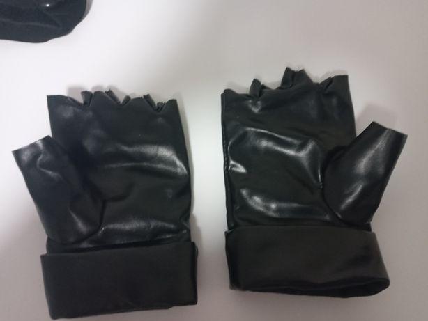 Продам перчатки какаши из аниме наруто в хорошем состоянии.