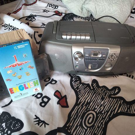 магнитофон (комбайн: CD (диски), FM (радио), AM,TAPE(кассеты)+ кассеты