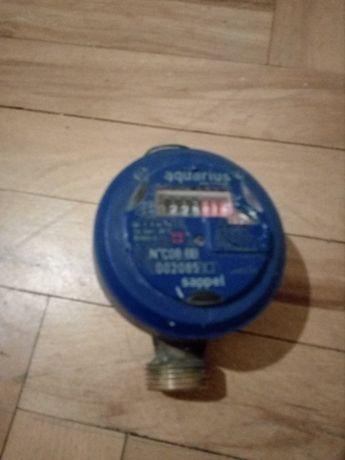 Продавам водомери за студена и топла вода