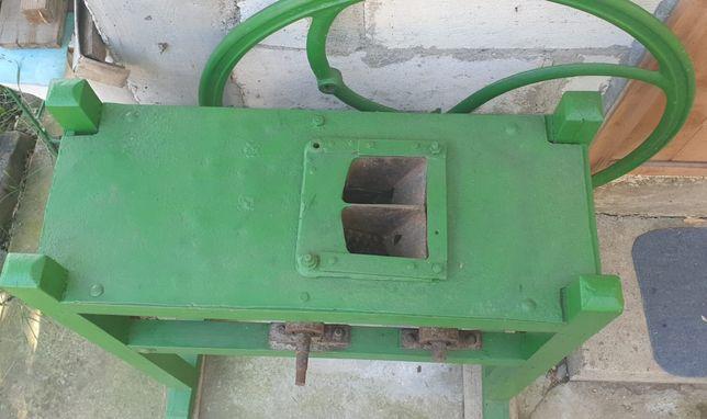 Masina manuala de batut porumb