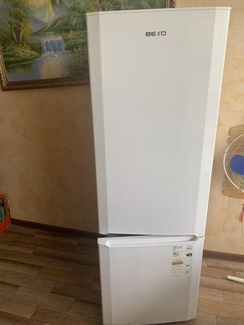 Продам Холодильник BEKO CS325000