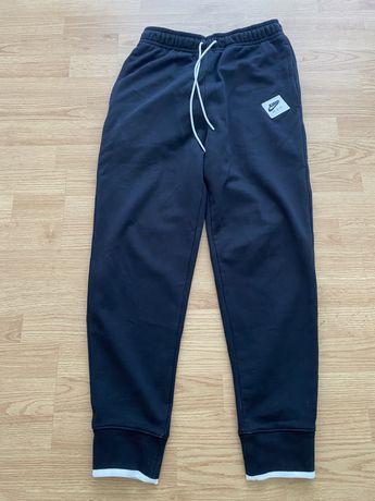 Vând pantaloni Nike jordan Nou ! original preț 250