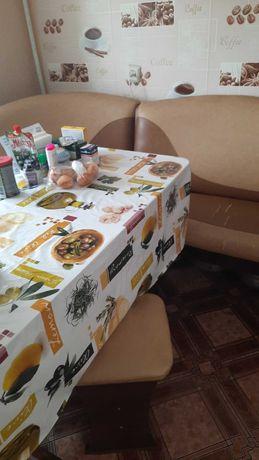 Кухонный стол  и диванчик