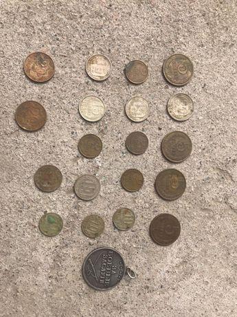 Монеты старые  продам