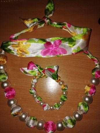 Bijuterii, colier și cercei sau brățară