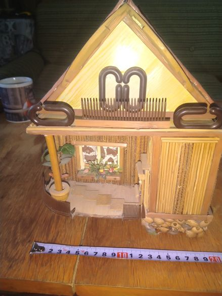 Декоративна ръчно направена къщичка