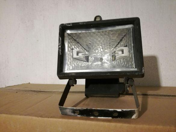 Продавам халогенен прожектор