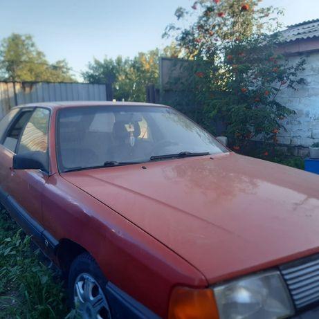 Машина Ауди 100  .
