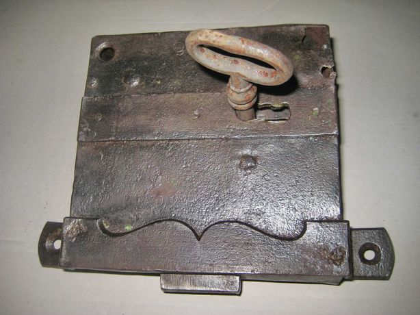 A945-Broasca veche functionala de camara-spais-debara interioara.