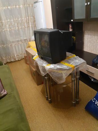 Телевизор DAEWOO с стеклянной столиком