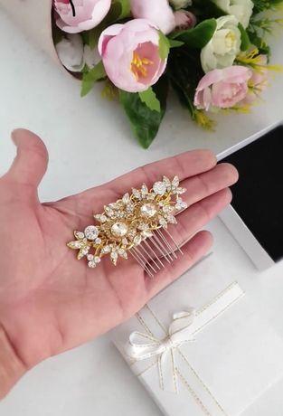 НОВО!! Дамски аксесоар за коса. Гребен с бели и златисти камъчета.