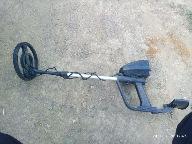 Продам металоискатель