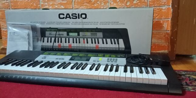 Синтезатор CASIO LK—135