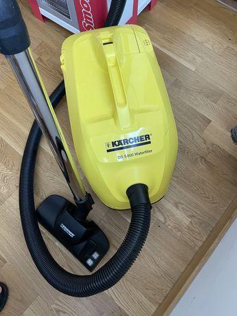 Aspirator Karcher DS 5800 cu filtrare prin apa
