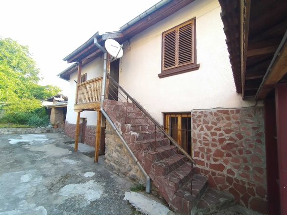 Продавам къща в село Марица община Самоков