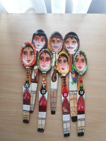 Linguri de lemn pictate și lacuite