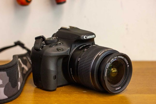 Aparat Foto DSLR Canon EOS 100D