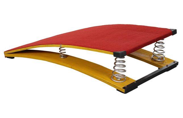 Trambulina gimnastica cu arcuri