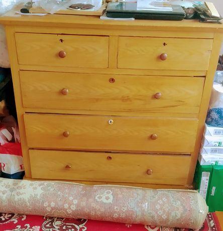 Комод для белья деревянный из кедра.