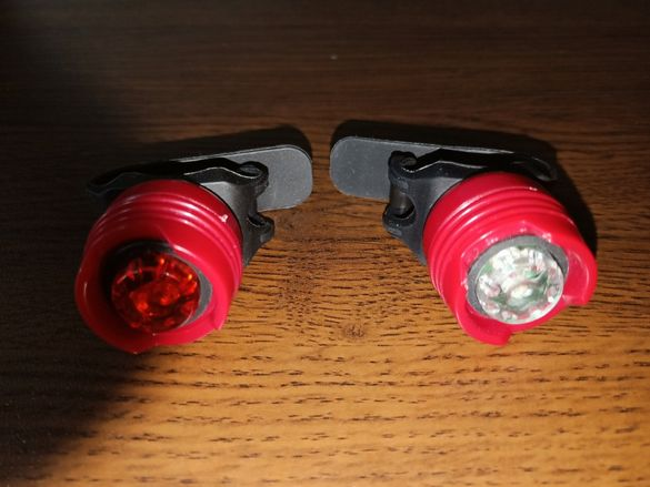 Преден и заден LED фар за колело с две батерии CR2032 вкл. в цената