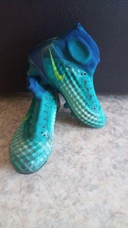 Бутсы Nike футбольные