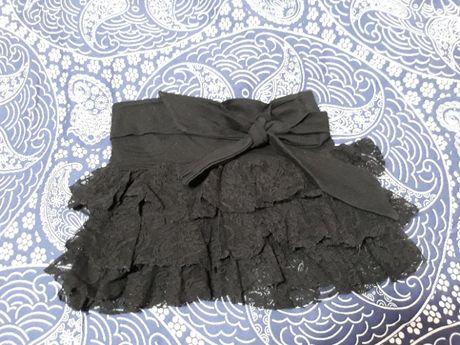 Черна дантелена пола 2-3 год. за малка фръцла