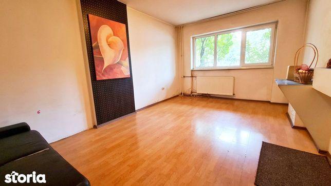 Apartament mare, cu oportunitati diverse, in Zona Malu Rosu