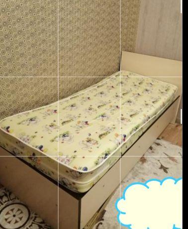 Кровать с матрасом продам почти не пользовались