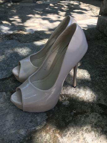 Vand pantofi crem plus balerini cadou