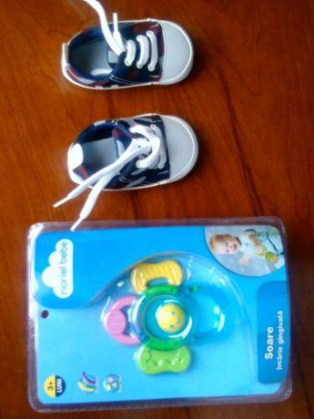 Papuci/ tenisi noi bebe si jucarie gingivala sigilata de la Noriel