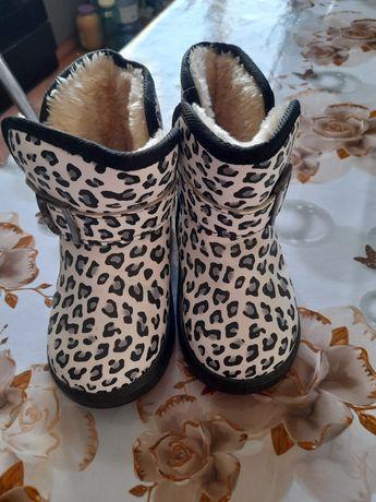 Продам зимние ботиночки для девочки
