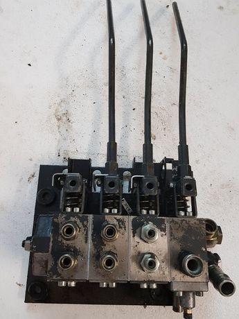 Distribuitor hidraulic 4 manete Tractoare/Utilaje