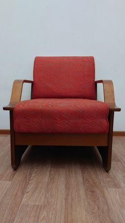 Мягкие гостинные кресла.