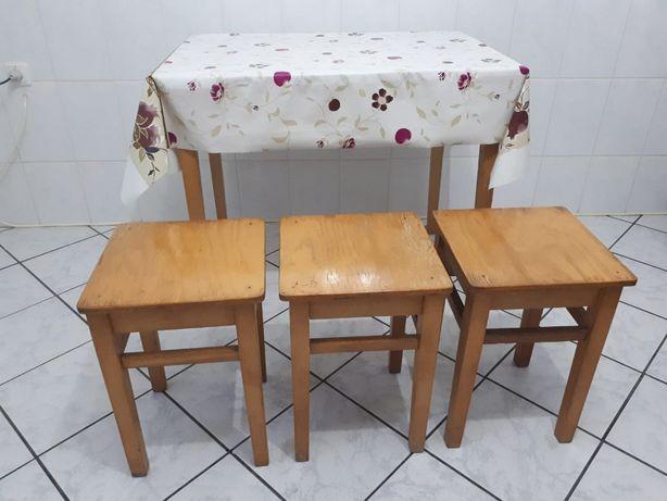 Masa bucatarie cu 3 scaune