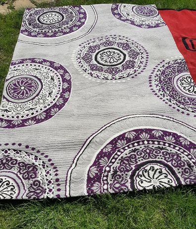 230см./160см.КРАСИВ, белгийски, плътен килим , с лек релеф