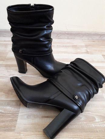 Дамски ботуши на висок ток