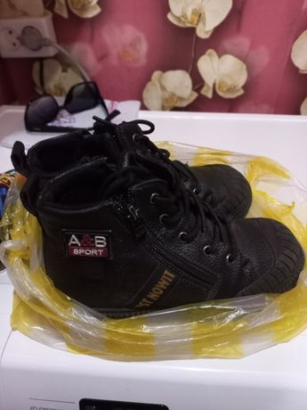 Детские осенние ботинки