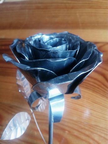Роза от метал