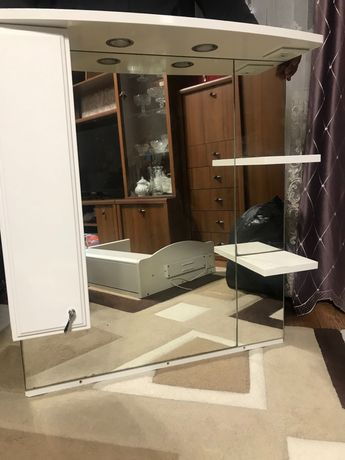 Продам зеркало с полочкой для Ванны