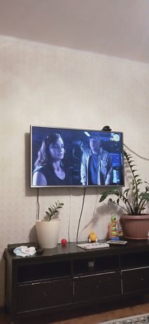 Продается телевизор LG жк/led