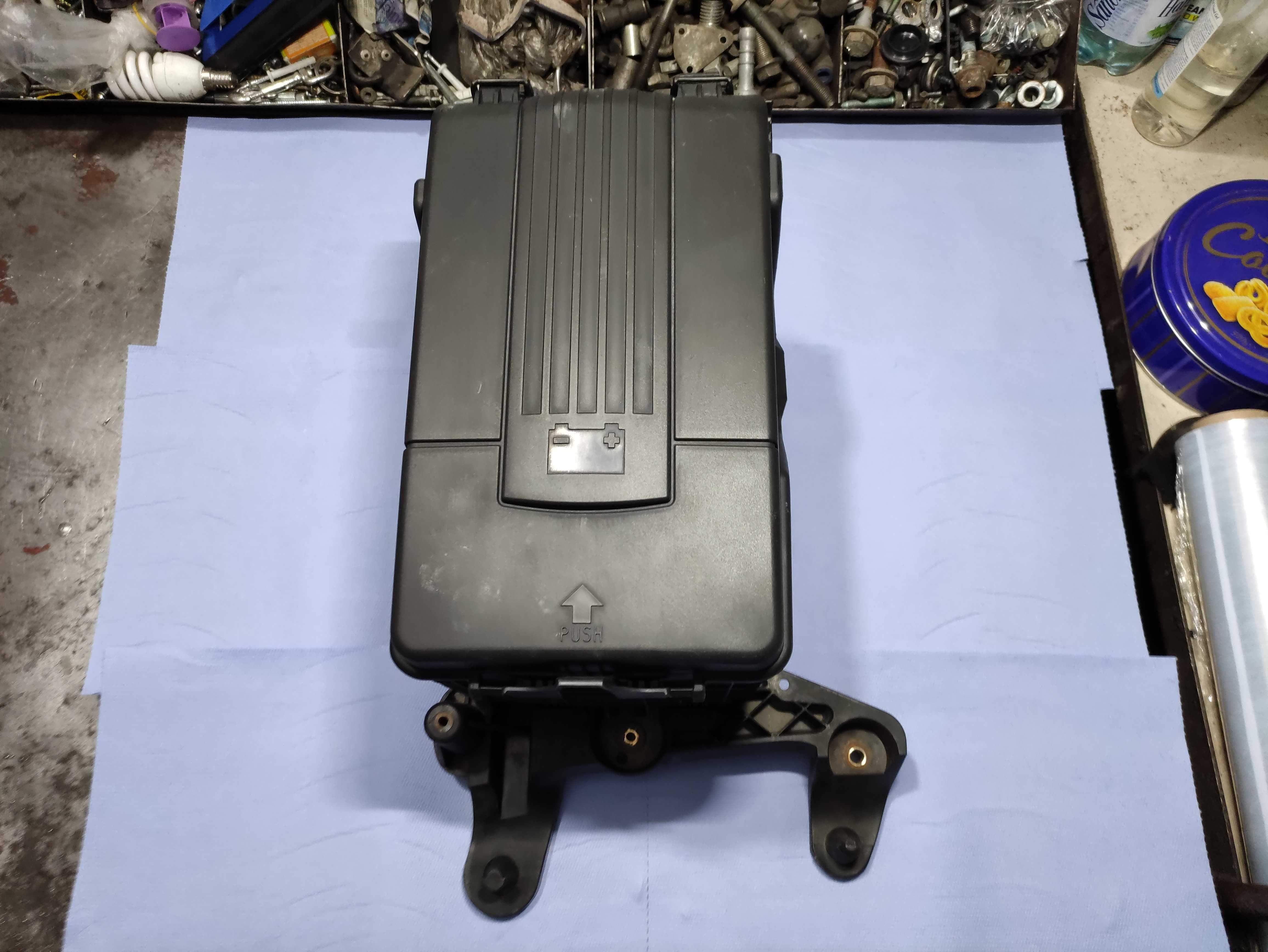 Carcasa baterie volkswagen vw passat b7 cod 1k0915333