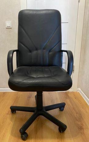 Продам кожаное офисное кресло. Количество 8 штук