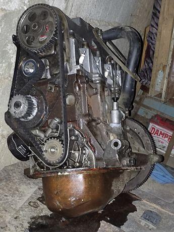 Двигатель ваз 21099 Обмен доплачу Двигатель заводится звук ташьит