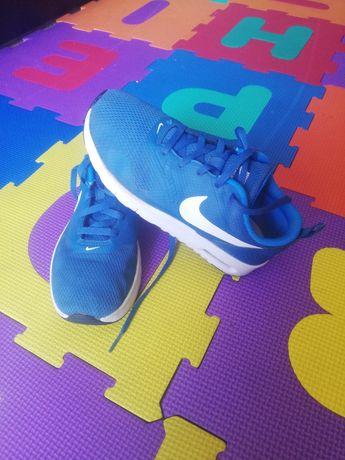 Vând adidași Nike originali, mărimea 35 interior 22 cm