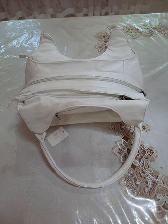 Продам красивую белую сумку